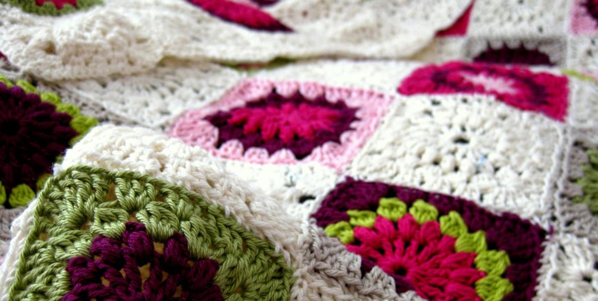 Anleitung: Granny Square-Decke häkeln – Neues vom Bastelschaf