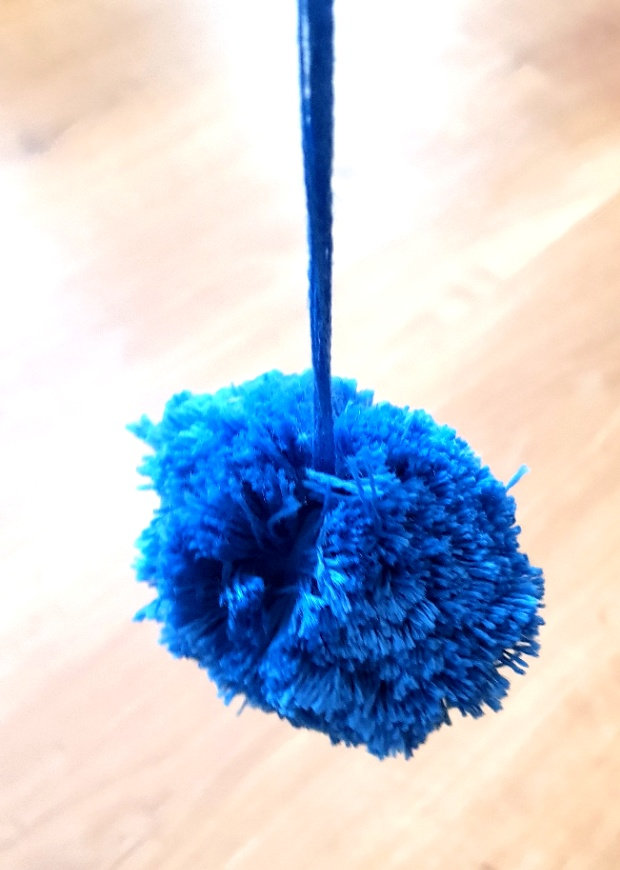 Pompon aus Wolle wickeln