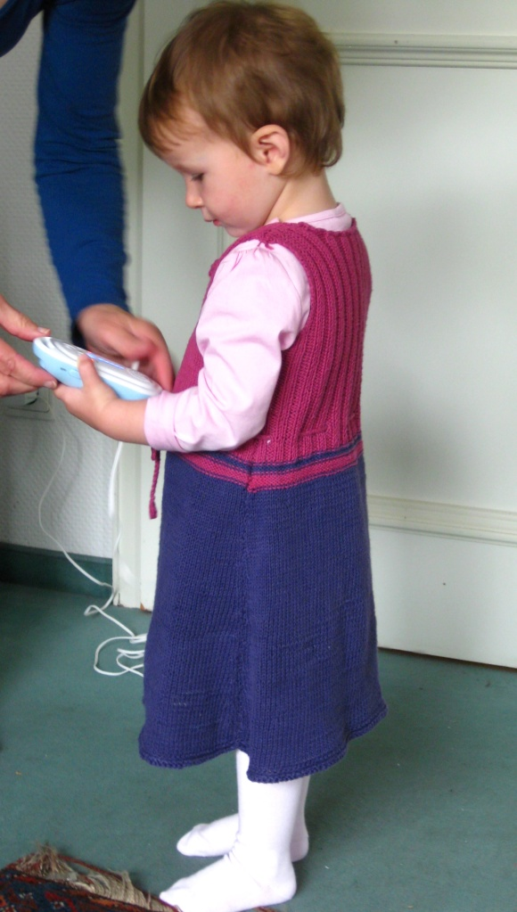 Anleitung Strickkleid für Kleinkinder