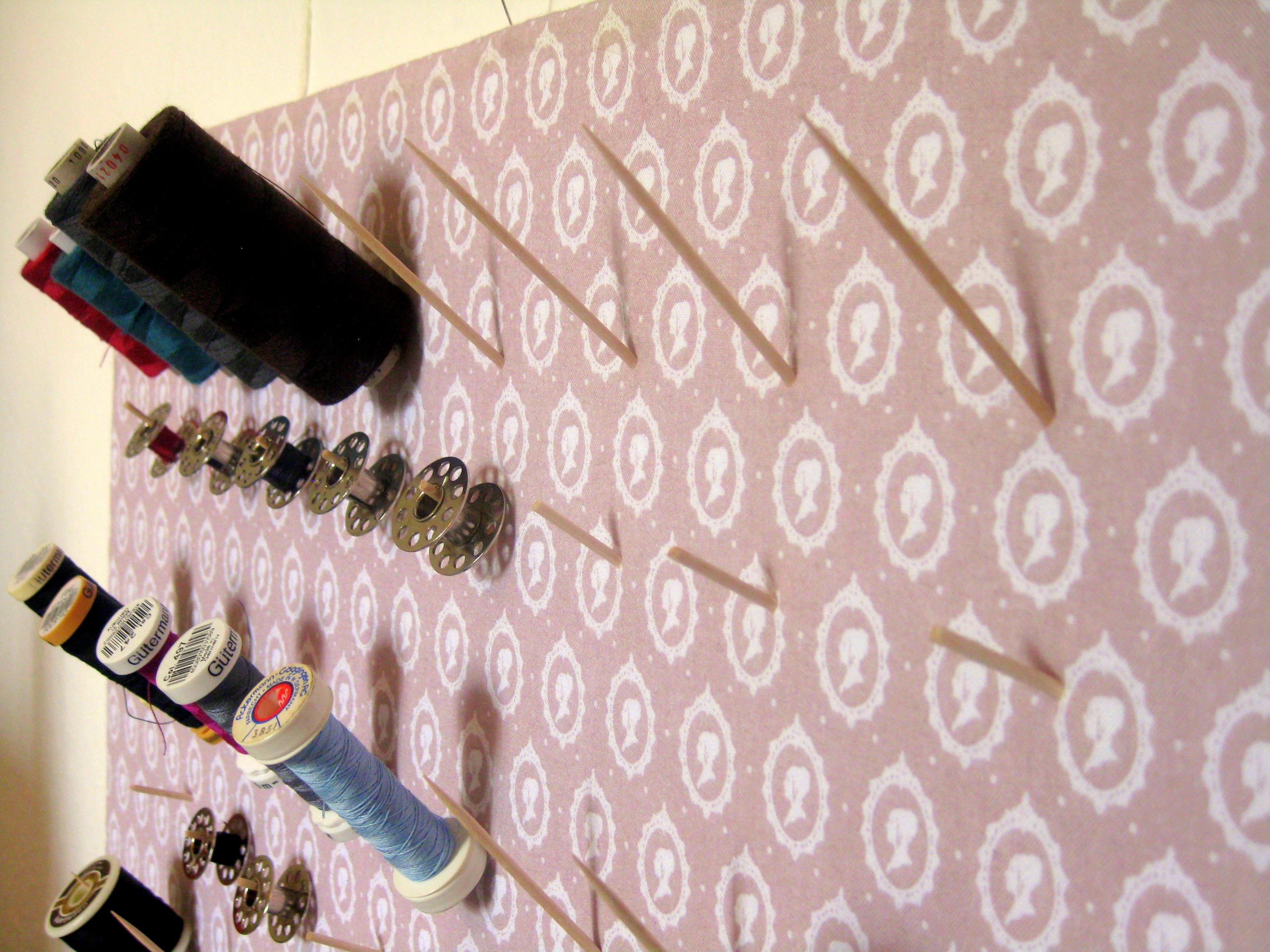 garnrollenhalter selbermachen neues vom bastelschaf. Black Bedroom Furniture Sets. Home Design Ideas