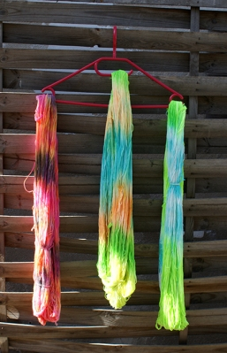 Anleitung Wolle färben mit Ostereierfarben