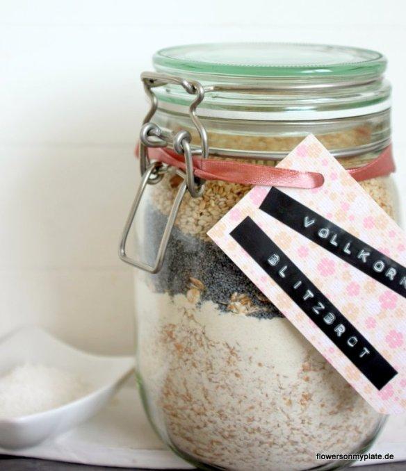 Geschenk zum Einzug selber machen Brot und Salz