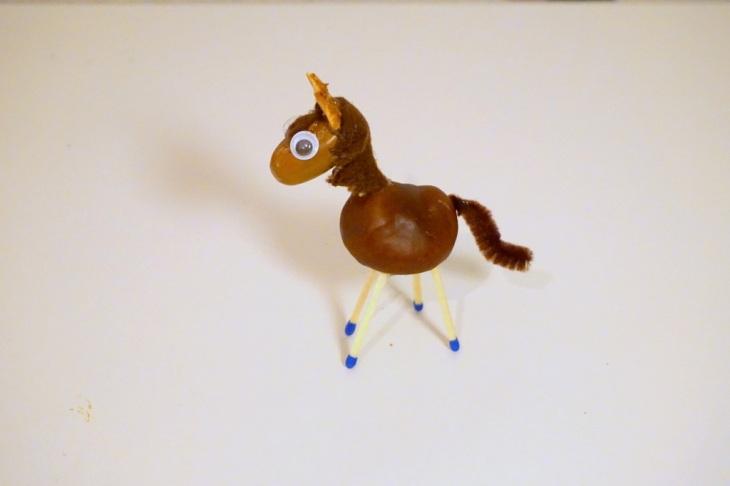 Pferd mit Wackelaugen